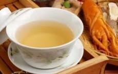 Thanh lọc cơ thể với một ấm trà sâm tươi.